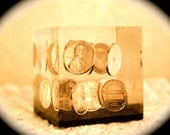 Vintage 1978 PENNY Coin Lucite Paperweight Floating Pennies
