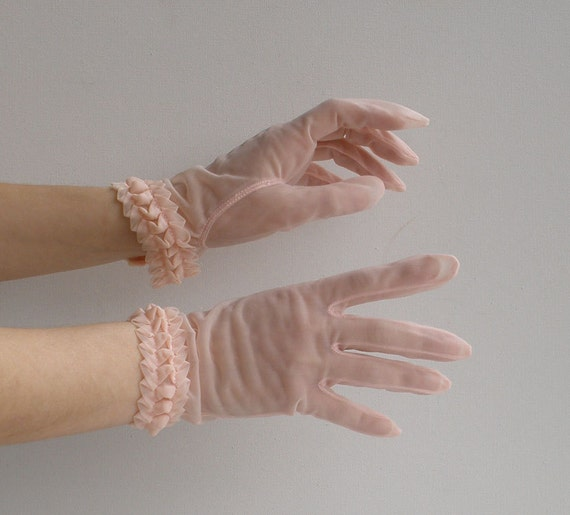 Vintage 50s Sheer Pink Women's Wrist Length Gloves Sz Small Mother's Day Gift