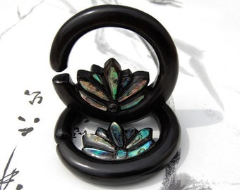 Ear Plugs 6 Gauge Paua Inlay Lotus Hoop
