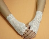 Short Regency Gloves, Fingerless Lace Gloves in White, Wedding Wristlets, Baroque Mitts, Cute Armwarmers in Lolita and Boho Style