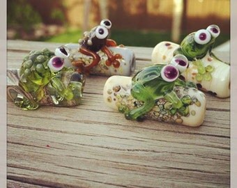 Handmade Glass Lampwork Frog on a Log Bead SRA