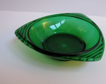 Vintage green glass bowl, Emerald Green Glass Nut Dish trishaped, Mid Century Glass Bowl
