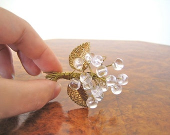 Art Deco 1930s pin brooch / beautiful glass and brass bouquet in goldtone with clear flowers