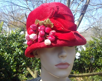 Sale 30% OFF Very Rare Red 50s Hat /Vintage Costume/ Vintage Hat/ Bucket Hat / Red Hat by Lazarus Model and La Vienne with Strawberries
