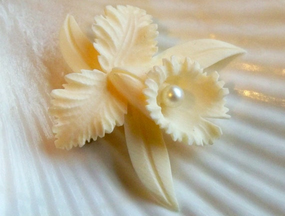 Carved flower ivory and faux pearl brooch vintage jewelry