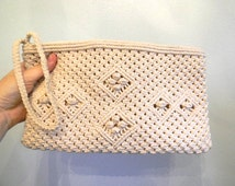 vintage. 70s Macrame Woven Clutch / Natural Woven Clutch with Wrist Handle