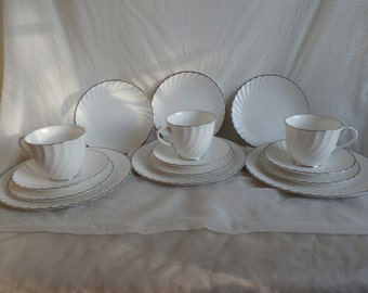 15 Pieces Royal Worcester 1963 Engagement Cups, Saucers, Plates, White with Platinum Trim