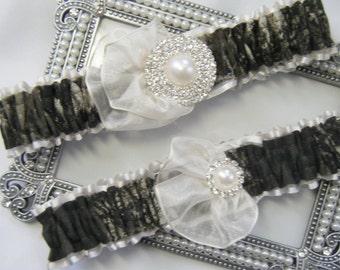 Ivory Toss Mossy Oak CAMOUFLAGE wedding garter set Camo garters fan