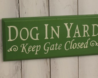 DOG IN YARD - Keep Gate Closed Sign/Dog Sign/Gate Sign/Pet Sign/Outdoor sign/Wood Sign/Hand painted/Dog/Dogs/Animals/Green