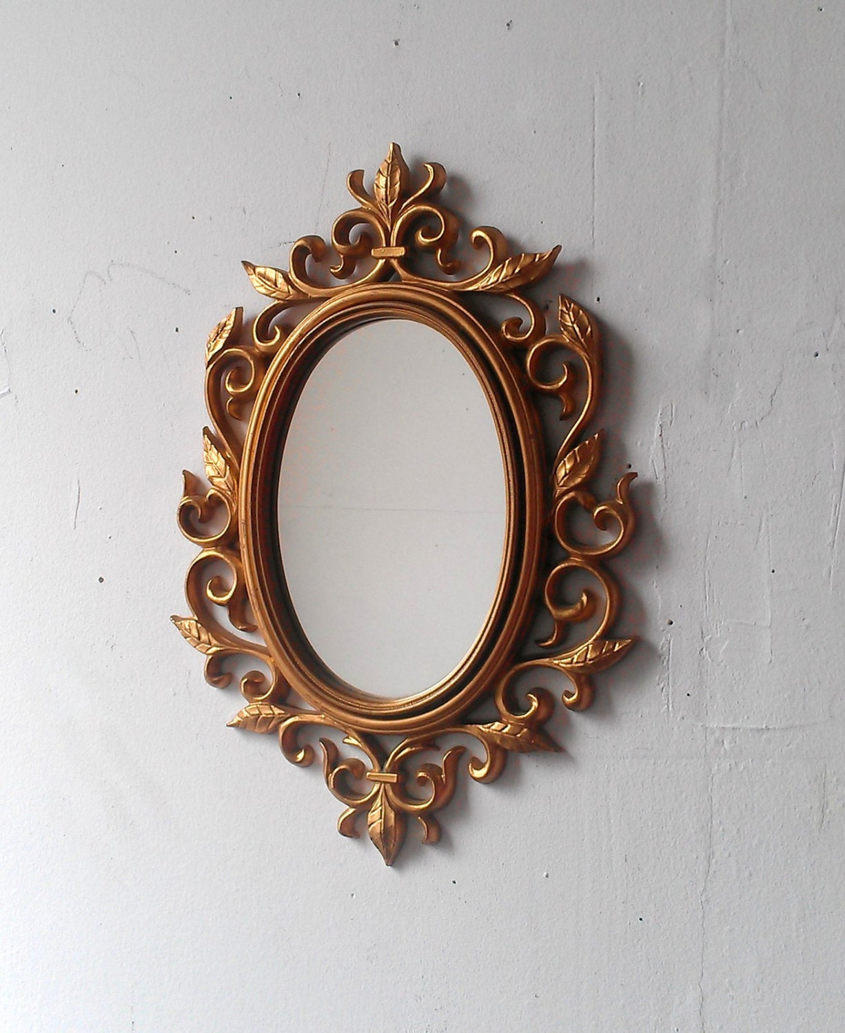 Gold wall mirror in decorative vintage oval by for Unique wall frames