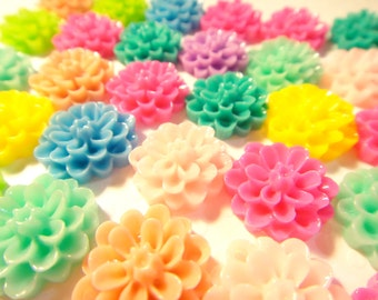 30pcs Resin chrysanthemum Flower Cabochon mixed colors 14mm (with 2 holes)