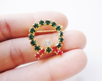 vintage rhinestones Christmas Brooch wreath red and green on gold tone