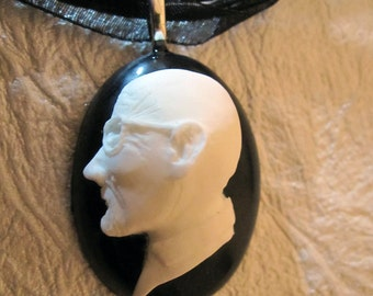 Breaking Bad - Walter White Cameo Necklace