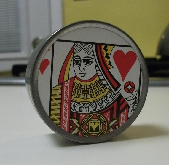 The Queen Of Hearts - Tins with original vintage playing card images