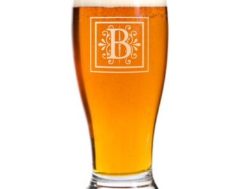 4 Personalized Pilsner Pub Beer Glasses Custom Engraved Monogram Wedding Gift.