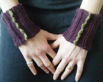 Knitted dragontine cuffs