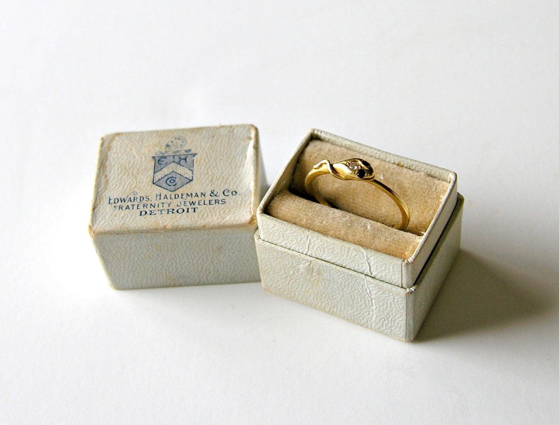 vintage ring box tiny antique white velvet lined jewelry