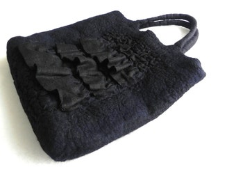 Felt handbag from Wool and Linen original and comfortable Women Accessory Ready for shipping