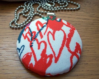 Hearts-A-Flutter Fabric Covered Button Necklace