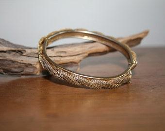 VTG Vintage Gold Tone Braided Mesh Clasp Bracelet