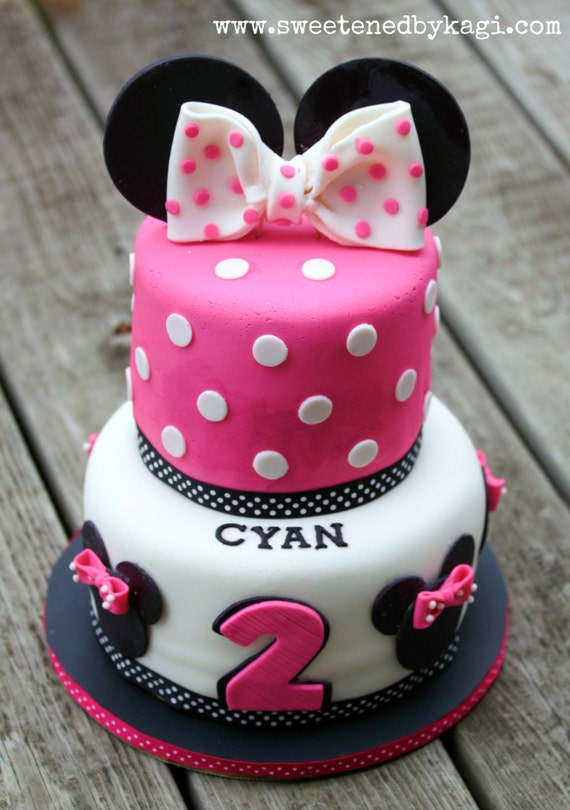 Cake Decorating Ideas Minnie Mouse : Items similar to Minnie Mouse Fondant Cake Decorations on Etsy