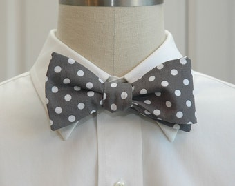 Men's Bow Tie in warm grey with white polka dots (self-tie)
