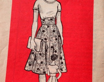 Vintage Mail Order 9404 Flared skirt with Wide Waistband and T shirt, Size 10 Bust 32