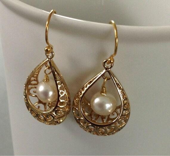 Wedding Jewelry Pearls earrings Prom earrings Gold basket earrings with AAA freshwater ivory pearl Spring fashion Gold drop earrings wedding