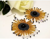 Beaded earrings, seed bead earrings, flower beaded earrings, beads earrings, beaded jewerly, round earrings.