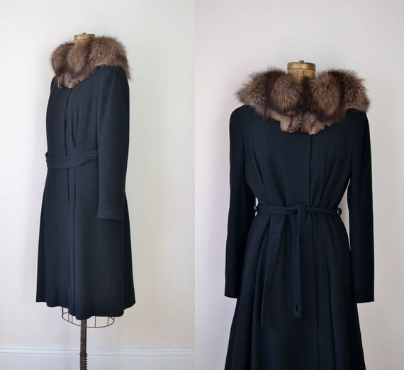 1940s Coat / 40s Wool Coat with Racoon Fur Collar
