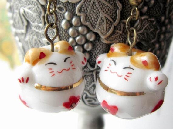 White lucky cat bronze dangle earrings