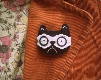 Grumpy  cat  - felt and lacy brooch by Wassupbrothers.