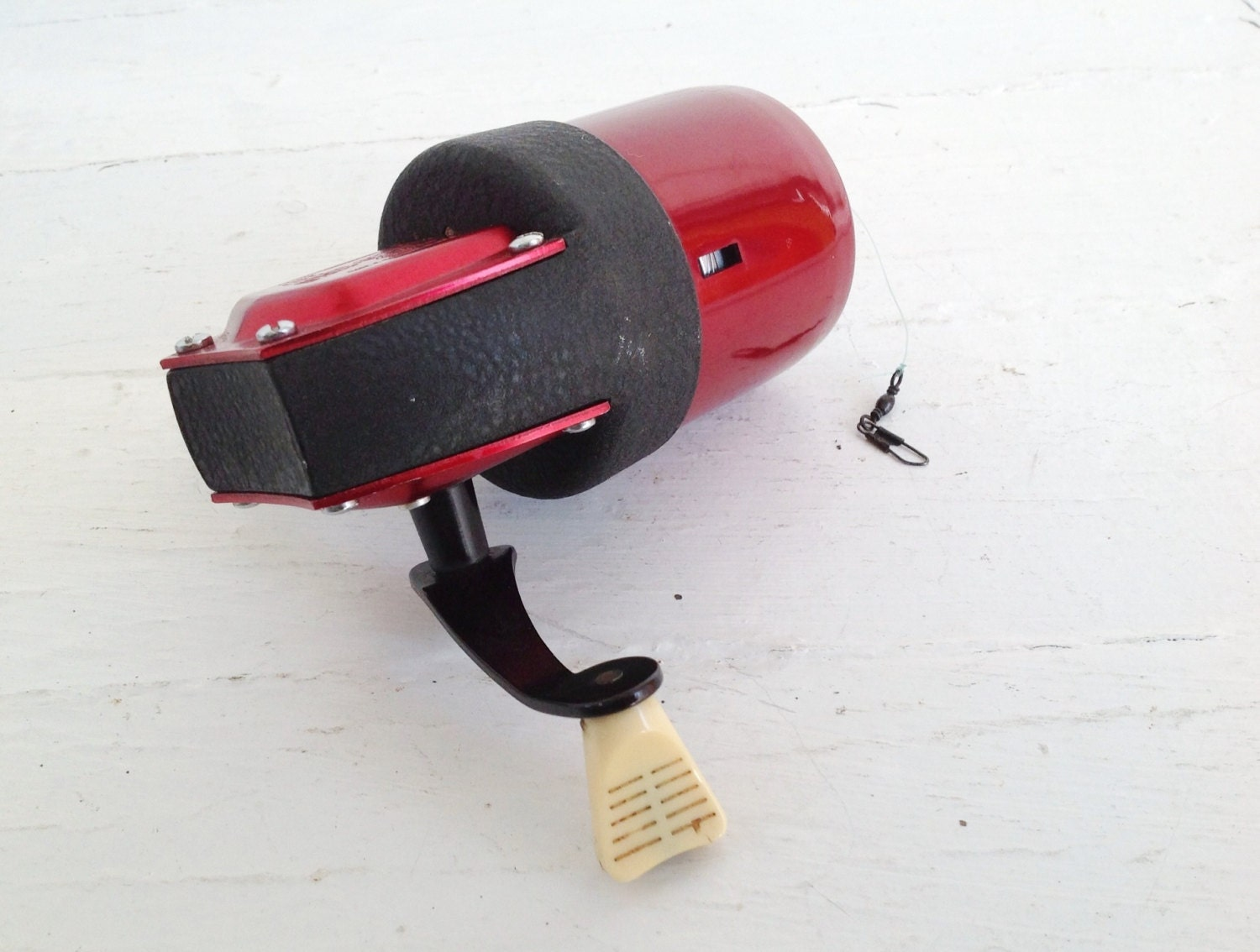 Vintage fishing reel left handed red true temper uni spin 63l for Left handed fishing reels