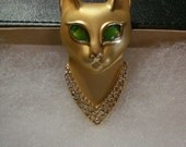 Vintage 70s Royal AGC Egyptian Cat Brooch / Pin Green Cabochon Rhinestone Eyes