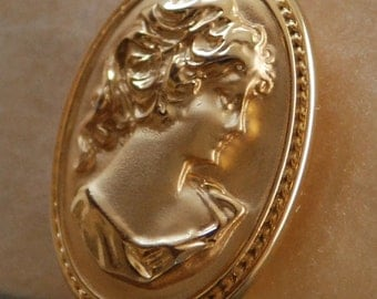 Gold Cameo - Brooch - Victorian Jewelry - Pendant