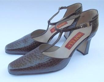 Vintage Brown Leather Shoes Vintage Dark Brown T Strap Shoes Vintage Faux Croc Brown Shoes Embossed Brown Ladies Shoes Size 7 Vaneli Shoes
