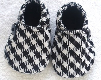 Baby Crib Shoes / Black and White Houndstooth