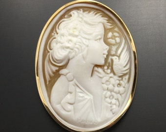 Vintage Shell cameo hand carved by an artist with gold frame(C2)