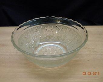 Vintage Glass Serving Bowl Scalloped edges, fruit bowl, salad bowl