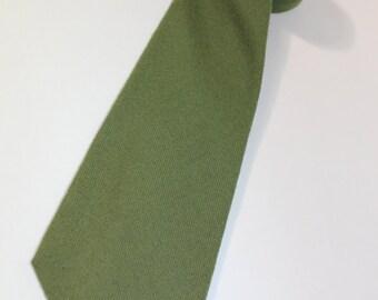 vintage 1980's Men's -Craigmill- neck tie. 100% Lambswool - Pea Green. Made in Scotland.