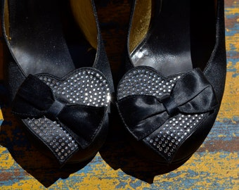 vtg BETSEY JOHNSON Black Satin Lucite Heels rhinestone Heart and Bow 8
