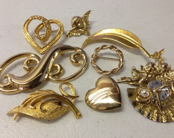 SALE Nine Gold tone Brooches Pins Vintage lot 97