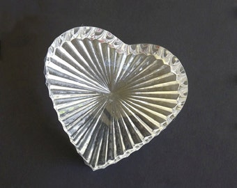Vintage Paper Weight, Paperweight, Glass Heart, Cut Glass, Vintage Collectible Decorative, Desk Accessories, Office Decor