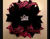 Damask bow with crown center
