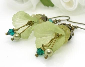 Light green lucite flower earrings, handmade green flower earrings, pale sage spring green, antique bronze jewelry
