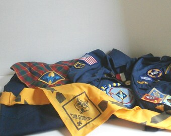Cub Scout Uniform Complete w Patches Medals Size Youth Med 18 to 22