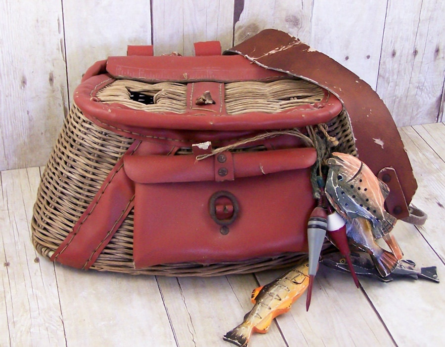 Vintage fly fishing creel basket with leather shoulder strap for Fishing creel basket