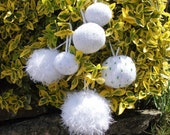 Knitting Pattern Snowballs or baubles. 5 sizes.