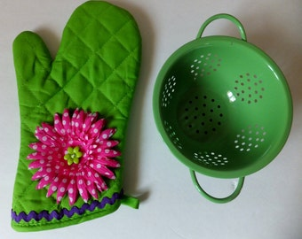Oh Fancy You Green Oven Mitt with Pink Polka Dot Flower