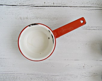 White Enamel Pan Pot Red Rim, Midcentury Enamelware Retro Rustic Kitchenware, French Country Decor, Farmhouse Wall hanging, Restaurant Cafe